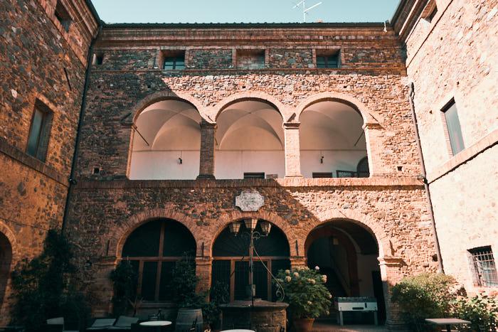 Palazzo Pieri Montalcino Innenhof