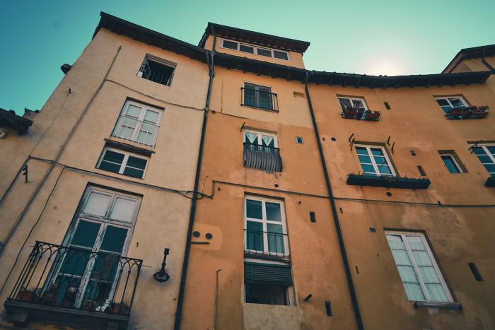 Piazza dell Anfiteatro Impression Häuser