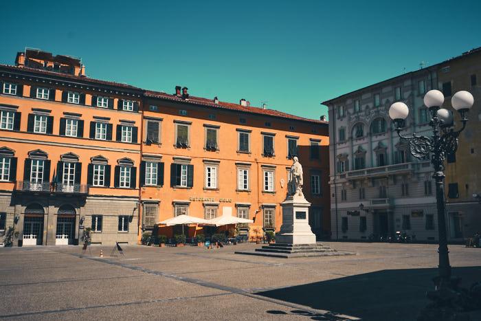 Piazza Napoleone mit Monumento Garibaldi