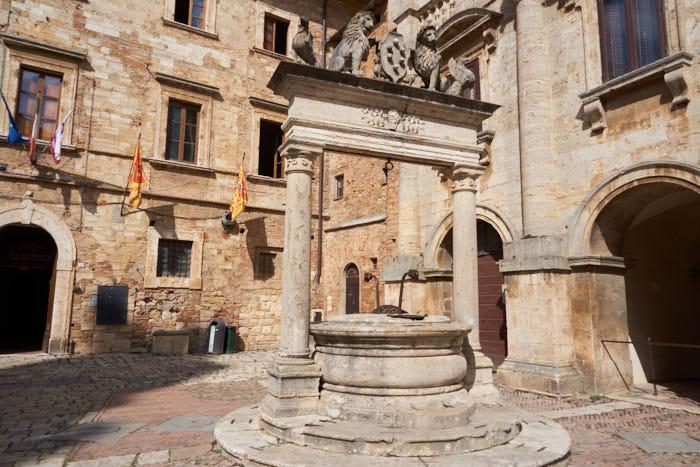 Greif-Löwen-Brunnen Montepulciano