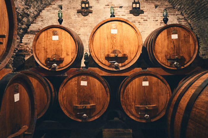 Weinfässer Cantina Contucci